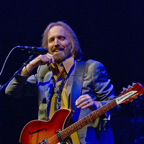 https://upload.wikimedia.org/wikipedia/commons/2/2e/Tom_Petty_2.jpg