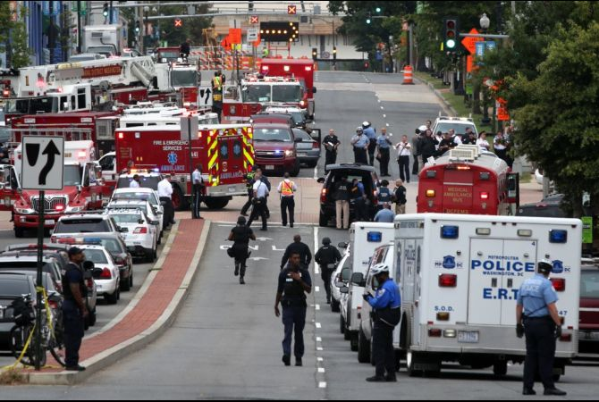Nation+Mourns+After+Navy+Yard+Shooting