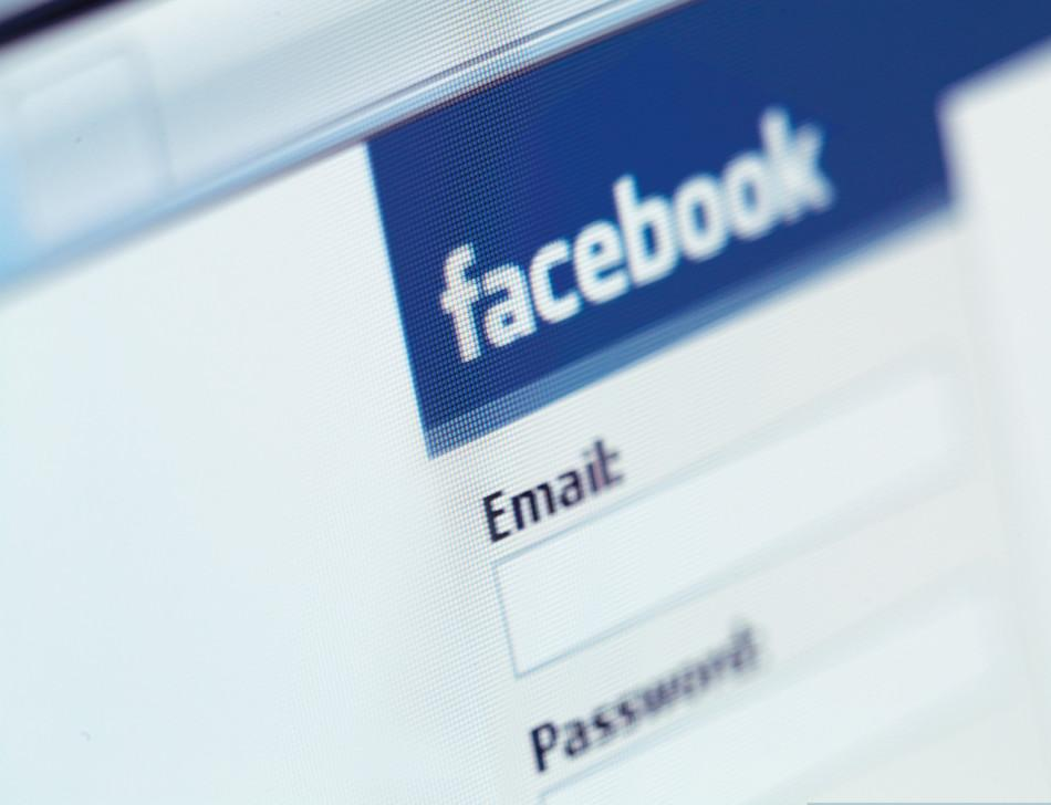 Girl's Braggart Status on Facebook Causes Father to Lose $80,000